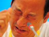 孙海平在发布会上失声痛哭