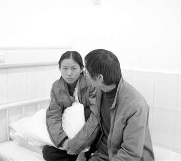 医院中的李虹蓉容老师颜憔悴
