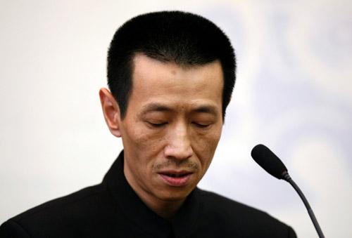 蔡铭超在新闻发布会上