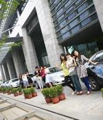 准备前往比赛现场 最爱女主播 2009上海车展