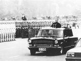 1984年国庆阅兵邓小平乘车检阅三军部队