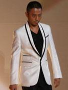 张涵予白色西服显沉稳