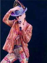 梅艳芳2002演唱会形象由Henry Lau设计