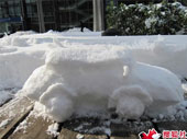 牛人用雪做车模