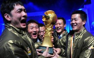 中超颁奖礼高潮迭起 北京国安领取冠军奖杯
