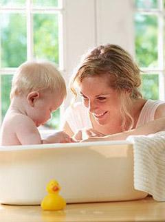 如何给新生儿洗澡