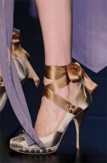 广州鞋展,第九届中国(广州)国际鞋展,2010春夏鞋款,气质美女,服饰搭配