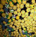 世界杯开赛日 足球元素闪耀世博园区