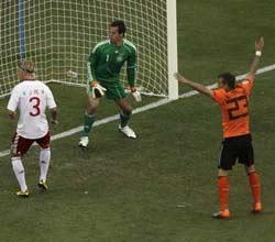 南非世界杯,荷兰VS丹麦,乌龙