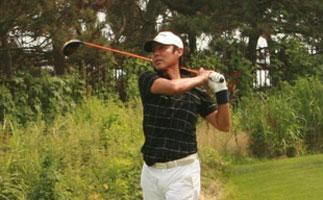 高尔夫名人赛 陈道明开球