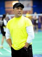 李永波场边摆造型,2010羽毛球世锦赛