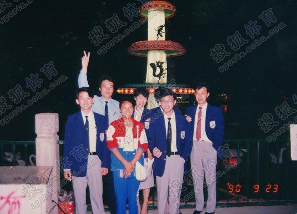 看台上,有一个15岁的小姑娘,来自江苏盐城建湖县,她叫颜海霞,是北京