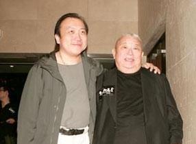 王天林与儿子王晶在一起