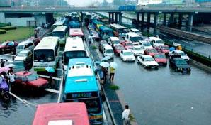暴雨造成莲花桥交通瘫痪