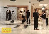 直击坎昆气候大会:各国电视台在场外展开采访