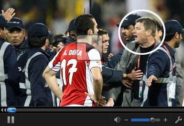 视频-叙利亚队员赛后围攻裁判 主教练破口大骂