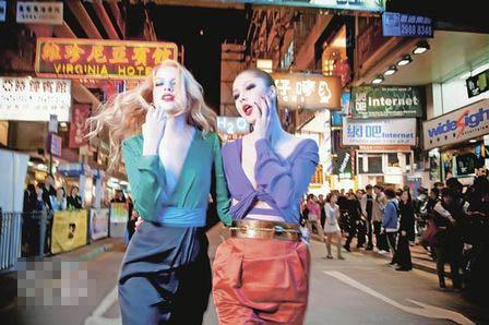 左�s黑色拼翡翠绿色真丝deep V长袖连身长裤$16,980;右�s紫色色丁打结长袖上衣拼橙色棉质连身裙$16,980、金色绑绳粗皮带$8700