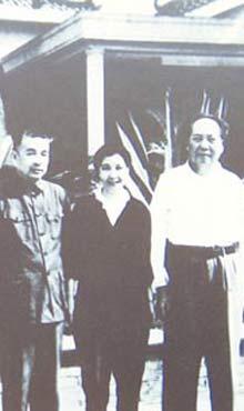 1961年毛泽东与曾志(中)、陶铸在广州合影