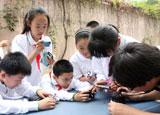 同学们用相机发现校园中微小生物的美丽