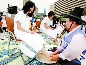 教师节 礼物 老师 洗脚 韩国