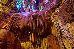 仙栖洞:观天然钟乳石