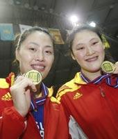 大梅马蕴雯展示金牌