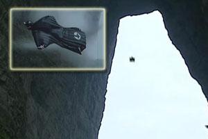 视频-冒险家穿无动力翼 成功飞越张家界天门洞