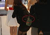2011广州车展 姑娘姑娘注意形象镜头无处不在哦