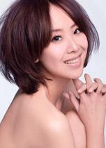 佘曼妮全新写真曝光 银色短裙闪耀出镜