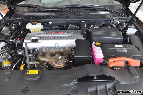 丰田凯美瑞混动车型采用的是同步交流永磁电机,在发动机和电动机的
