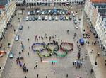 广场上的奥运五环队列