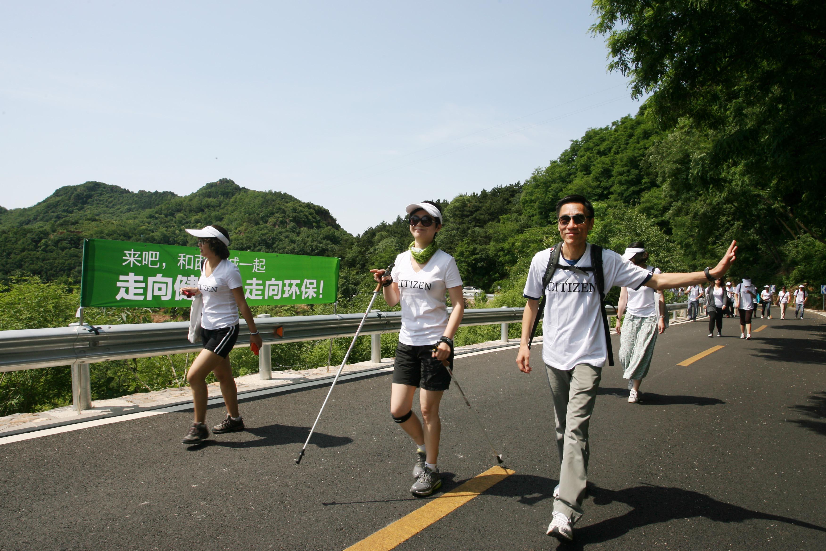 绿色 卢健生/文怡、卢健生参加西铁城2012年公益行走活动