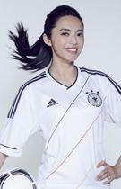 姚晨披德国队球衣甜美微笑