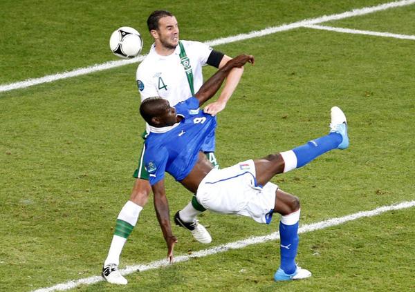 巴神替补演世界波 意大利2-0击败爱尔兰