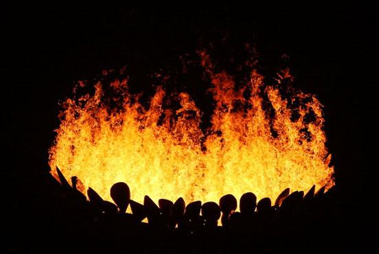 开幕式的点火仪式堪称一绝
