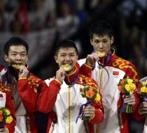中国体操男团完美逆转两连冠