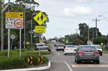 澳大利亚Cessnock镇小学门口的荧光警示牌