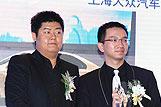 吴煜宁先生为沈万松先生 颁奖