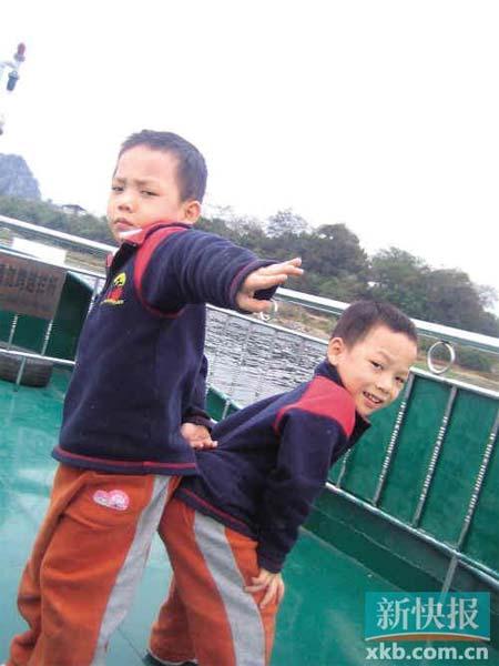 而今,这对幸运的双胞胎兄弟早已同寻常小孩一样活泼,只是成长的过程比寻常小孩曲折了些许。受访者供图