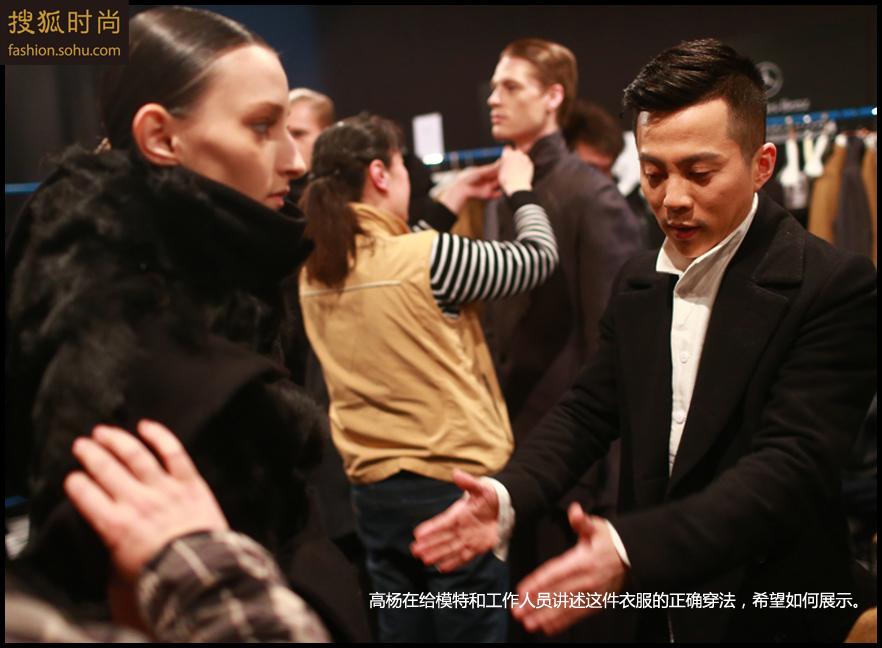 李涛说:拍摄中国国际时装周已经10余年了,风风雨雨,我们一起走过。从多年前挤着地铁穿梭于北京饭店和国贸之间赶场,到现在由梅赛德斯奔驰专车接送,可以说在DPARK设计师广场成为设计师主场后,每一步都是一个新的台阶,这个过程虽然很艰辛,可我相信,通过付出,就一定会得到收获.