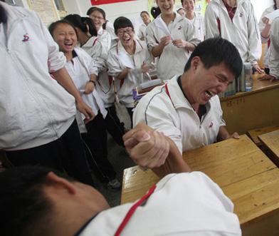 高考学生丰富课余活动减压