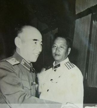 ...毛泽东同志原先决定让林彪去朝鲜指挥志愿军可他害怕托词有...