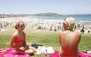 澳洲海滩裸晒美女