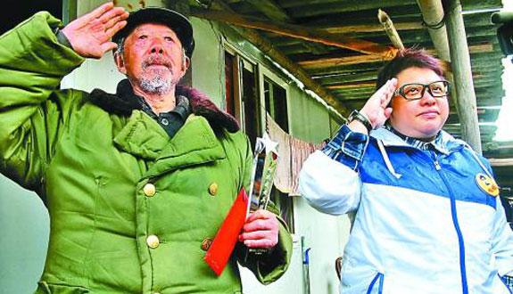 韩红入川探望百名抗战老兵