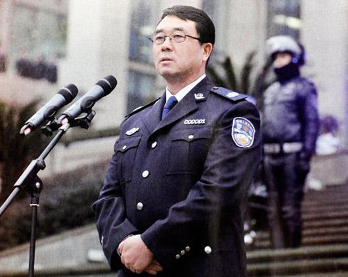2012年1月,时任重庆市副市长兼市公安局长王立军慰问干警。图片来源:南都周刊