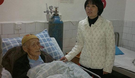 民革桂林市委领导看望住院的七军一七三师抗战老兵唐仁均