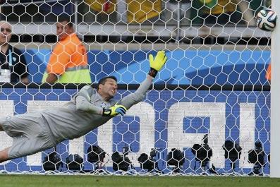 图看世界杯29日:门柱两次守护巴西