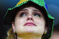 9日表情:女球迷泪流满面