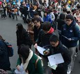 人民大学考点-考生排队入场