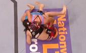 乔安娜连续重拳直击面门 KO埃斯帕扎夺金腰带